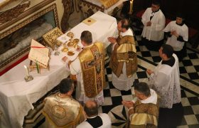 Santa Missa Pontifical em Ação de Graças pelos 10 anos do Motu Próprio Summorum Pontificum